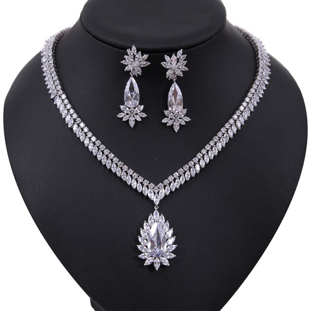 The new bride jewelry treasure Leah necklace set AAA Zircon Earrings a birthday gift on behalf of