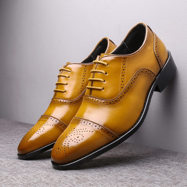 Men's pointed leather shoes